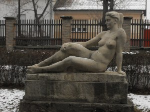 Leaning_nude_woman_Makó
